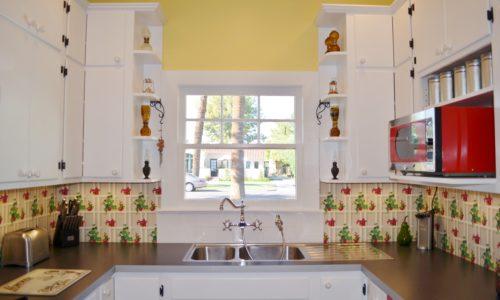 Bright & Sunny Kitchen